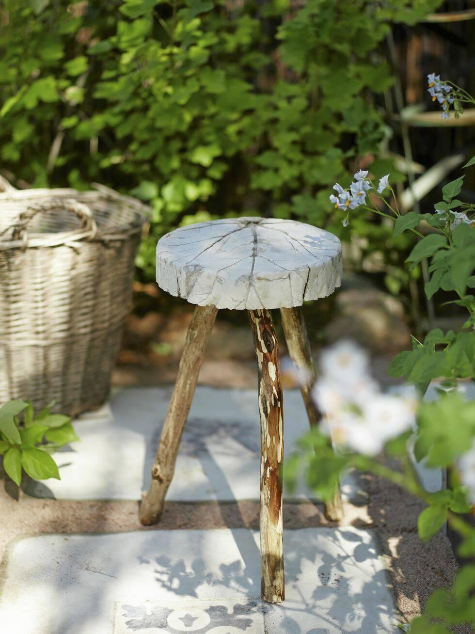 Gjut en sommarfin bladmönstrad pall med träben