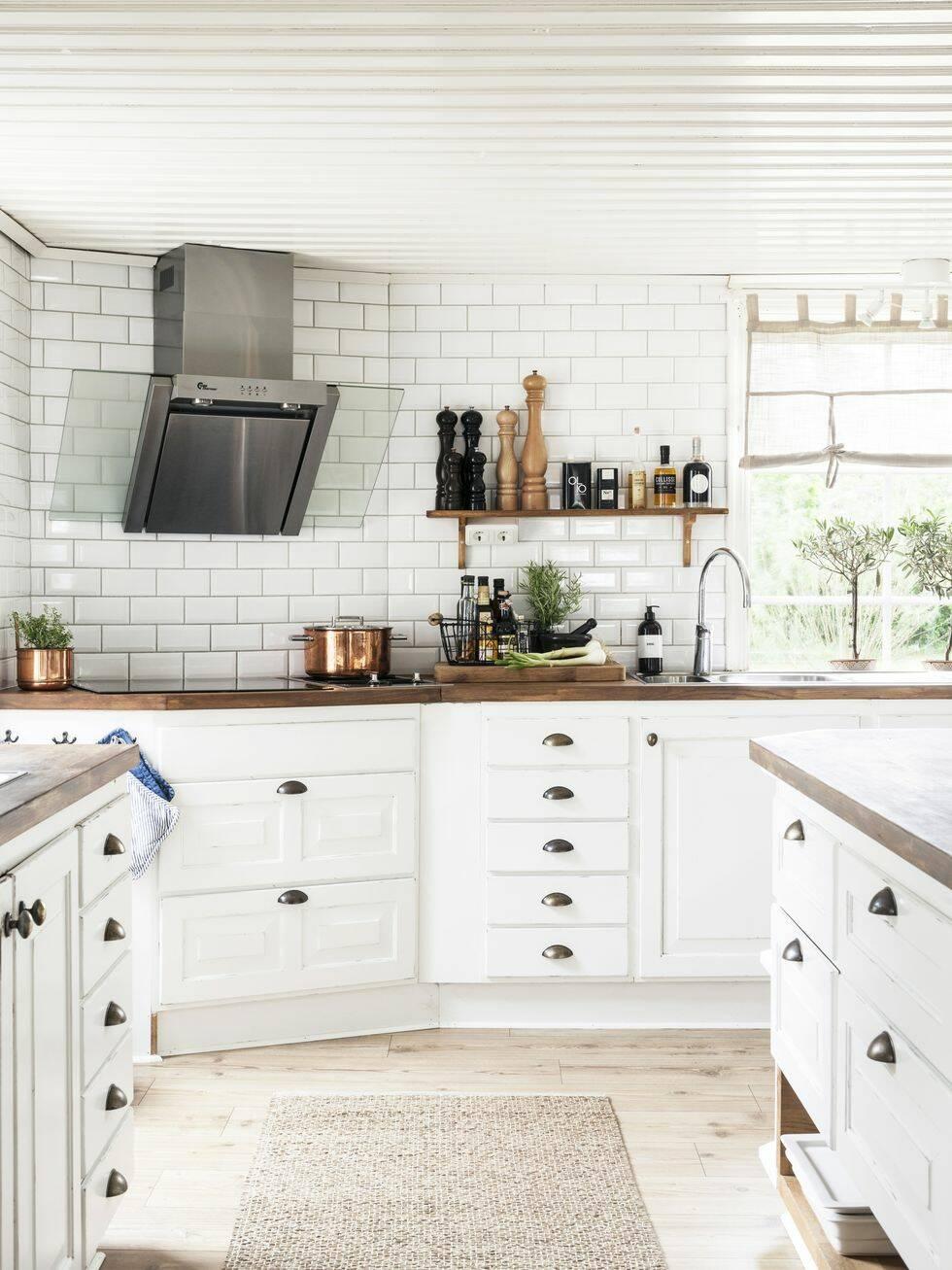 Ett klassiskt lantkök är hjärtat i det här fina hemmet