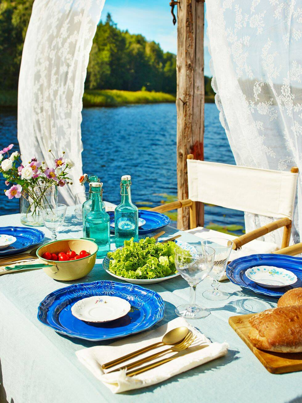 Inspiration till sommarfesten – duka fint på bryggan