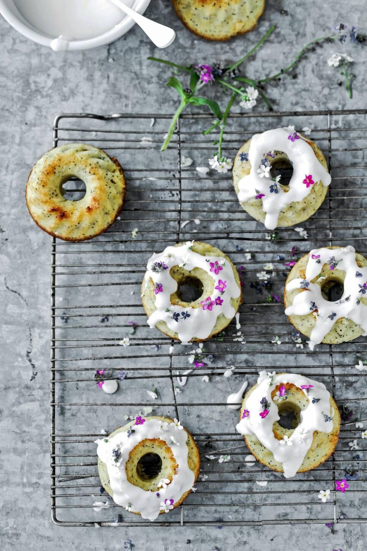 Baka med blommor – tre recept med ätbara sommarblomster