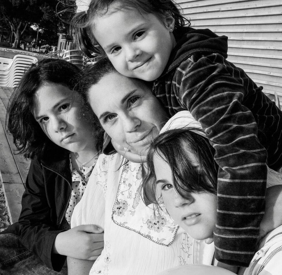 Catrin förlorade sin dotter i cancer – nu hjälper hon sjuka barn genom sitt inredningsföretag
