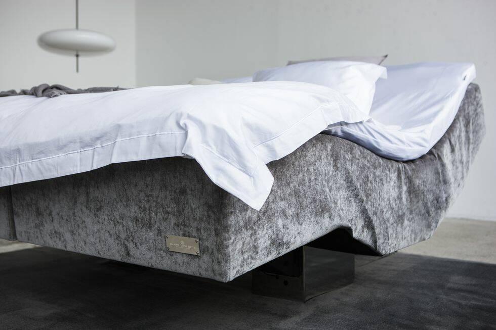 Här är svensktillverkade sängen som ser ut att sväva