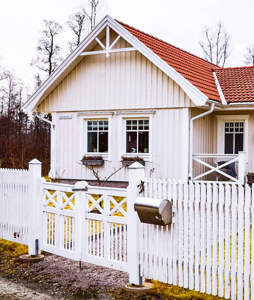 """Niklas och Sofie förverkligade sin dröm: """"Vi byggde nytt i lantlig stil"""""""