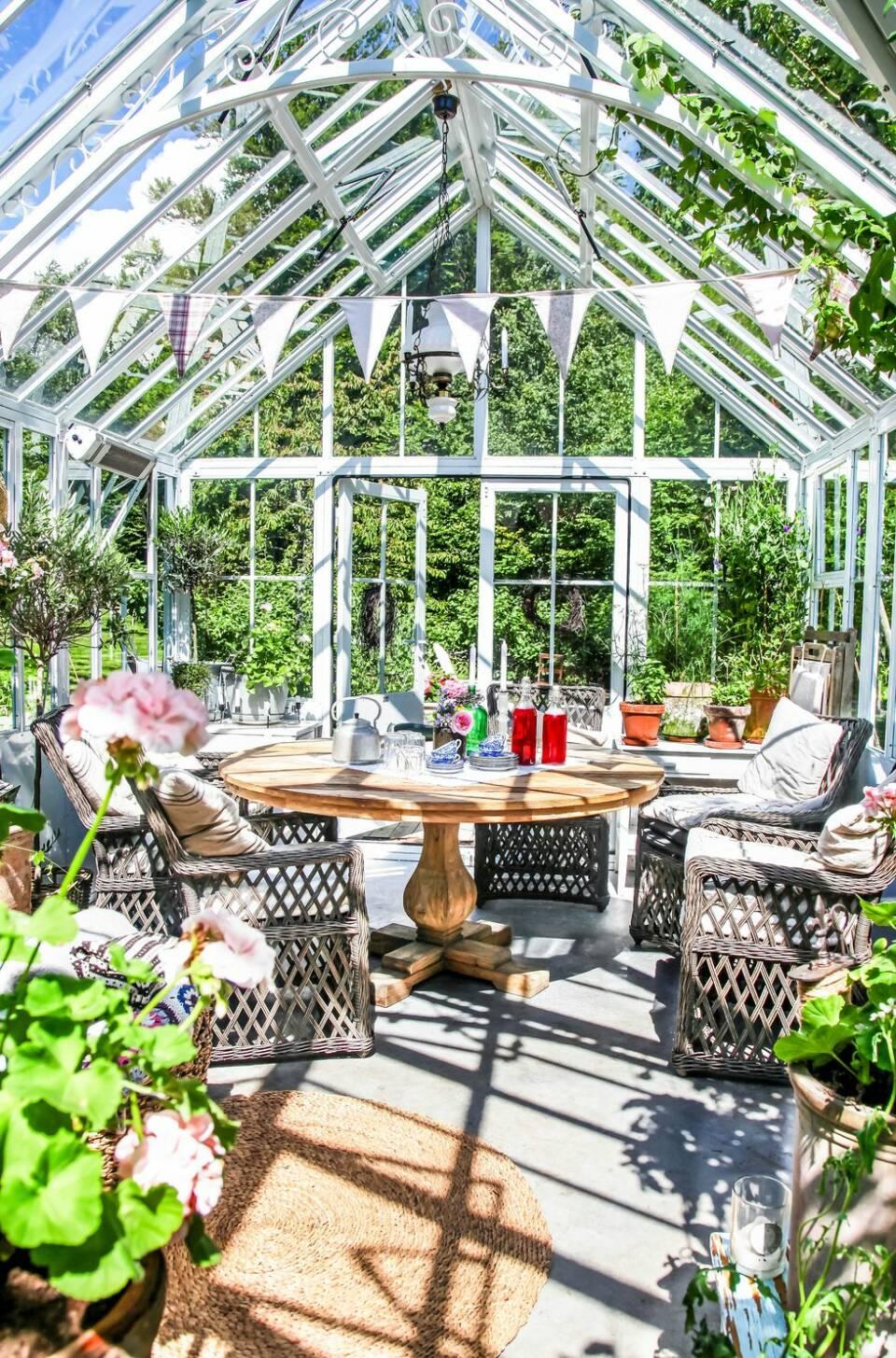 Förläng sommaren med ett växthus i trädgården