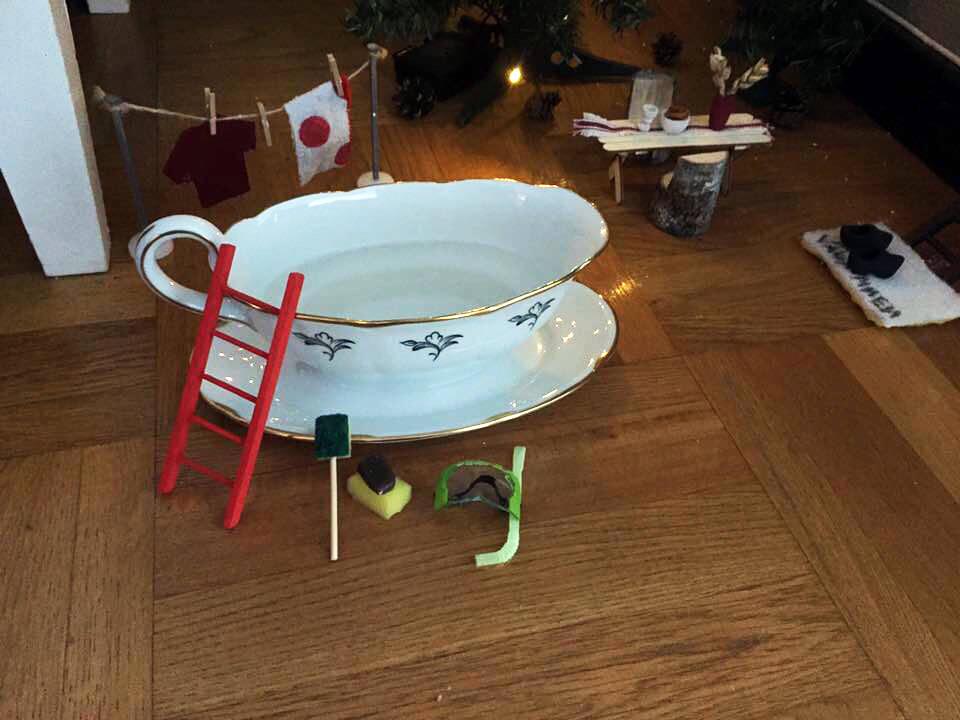 Här är senaste jultrenden – en nisse flyttar in i ditt hem