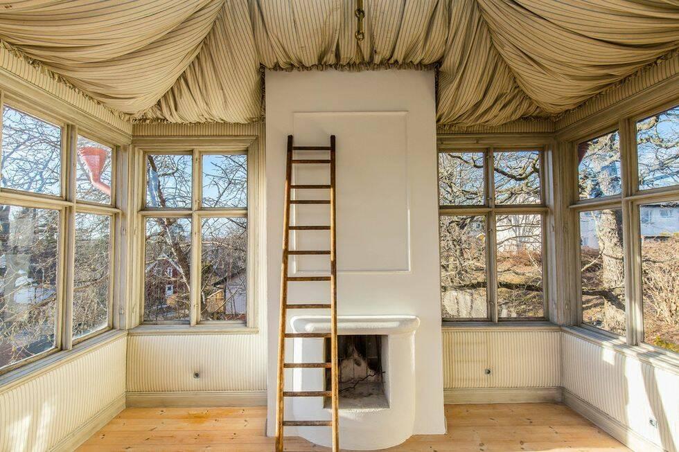 Nu kan du äntligen bli ägare till ett hus med ett mystiskt tornrum