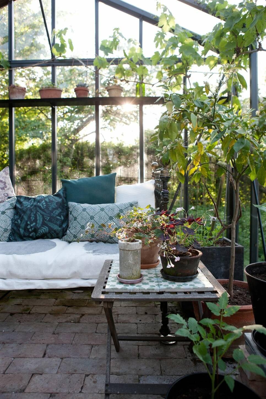 Så skapar du gröna rum i villaträdgården – 30 inspirerande bilder