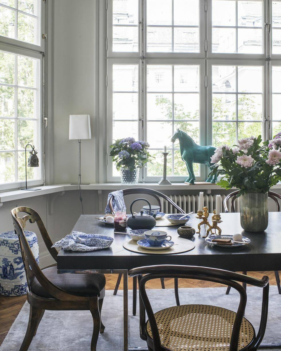 Ett hem med modig och elegant mönstermix