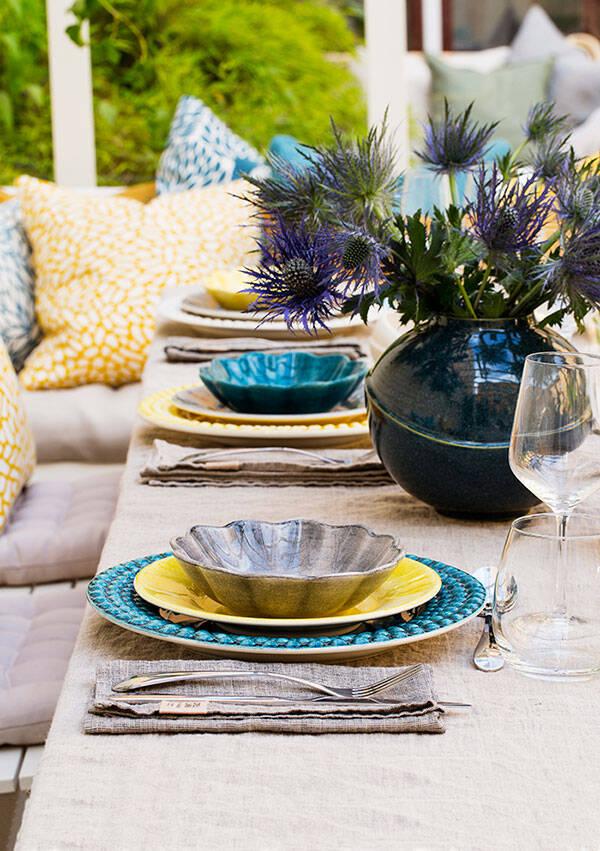 Festlig dukning i blått och gult