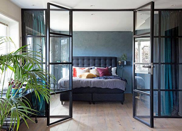 Stilfullt i stål - avdela rummet med en glasvägg i stål