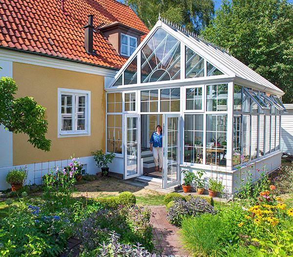 Se resultatet av förvandlingen - från eftersatt trädgård till prunkande paradis