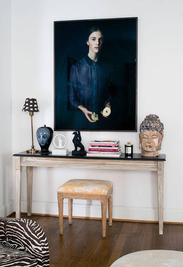 Stilsäker och personlig inredningsmix i sekelskiftesvåningen