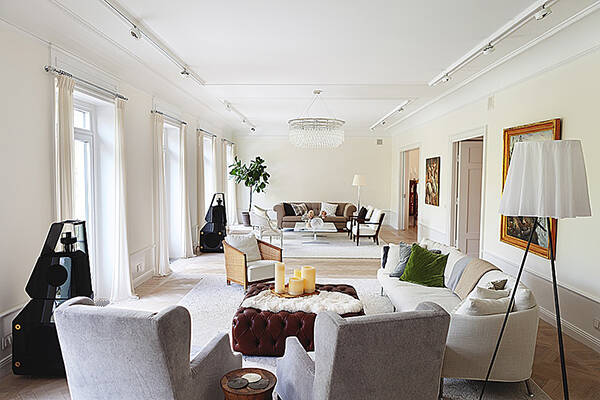 Estelles krönika - När möblerna börjar prata