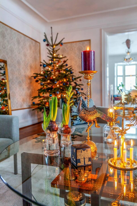 Strålande jul på slottet – här har man en julgran i varje rum