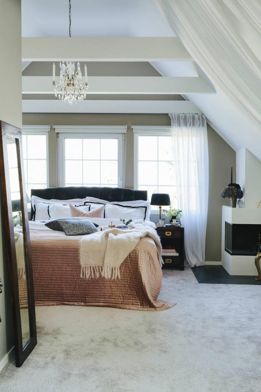 Stilsäker mix av hotellyx och New England i familjevillan