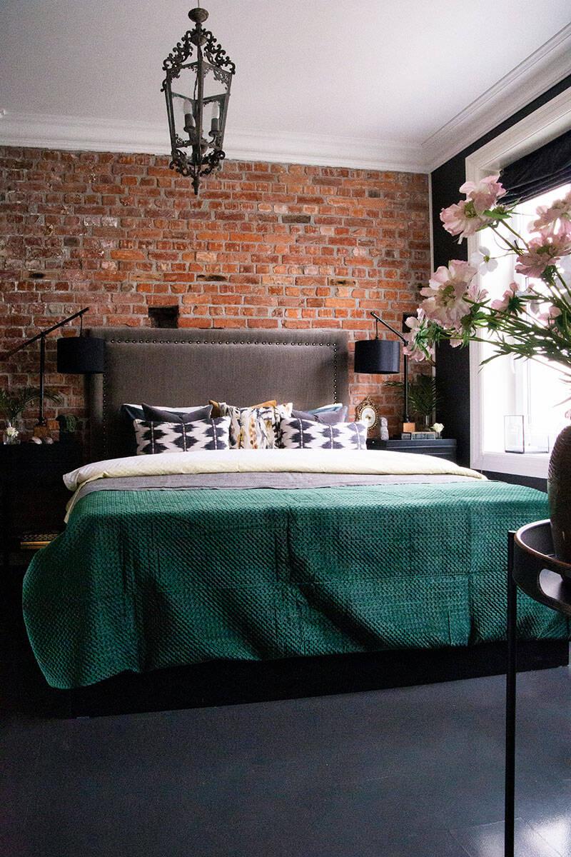 Dova nyanser och mönstrade detaljer – inspireras av stylistens teatraliska hem