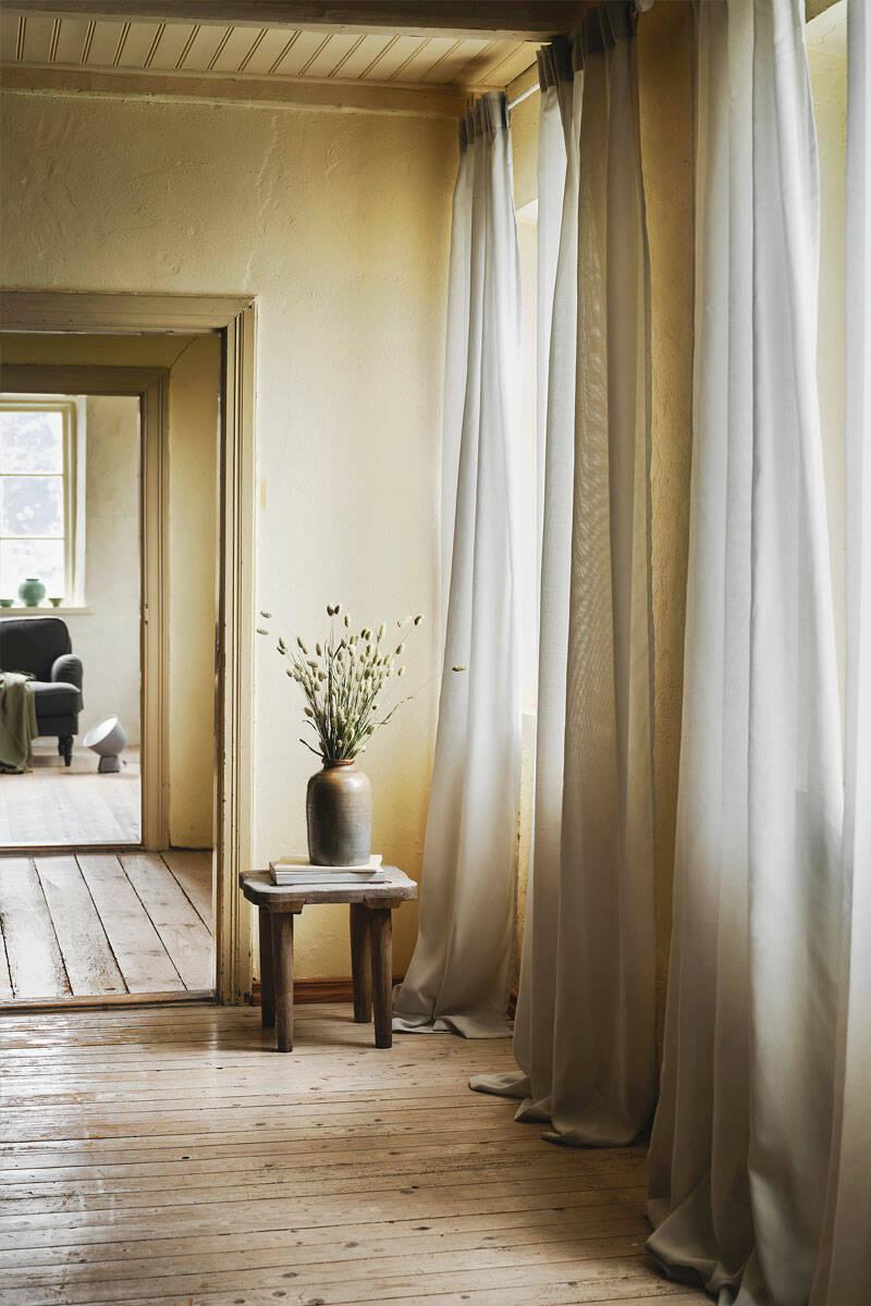 Så hänger du sommargardinerna – 10 tips för ett lyckat resultat