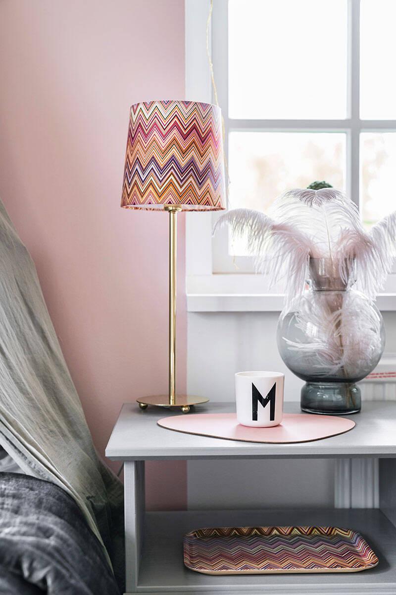 Färgstark funkis möter glammiga detaljer – kika in hos stylisten