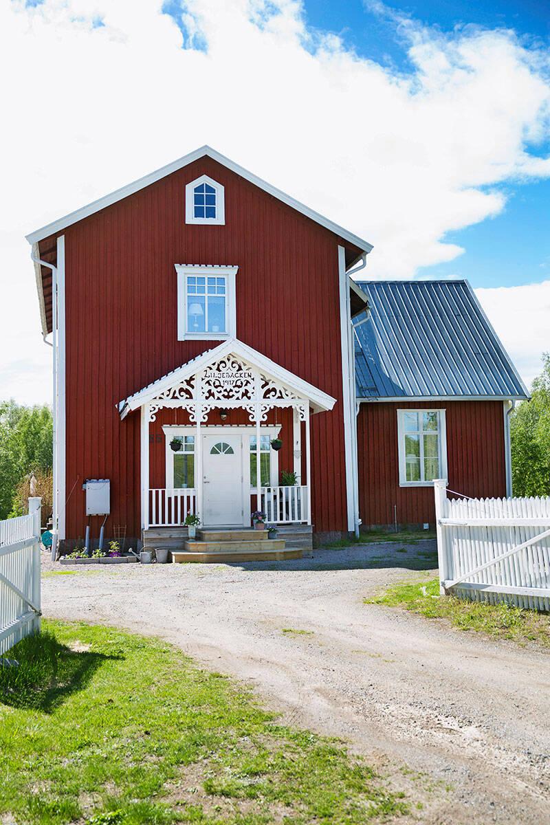 Snickarglädje och charm i den gamla byskolan – kika in