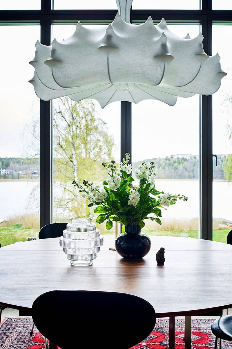 Magisk takhöjd och personlig inredning hemma hos designern