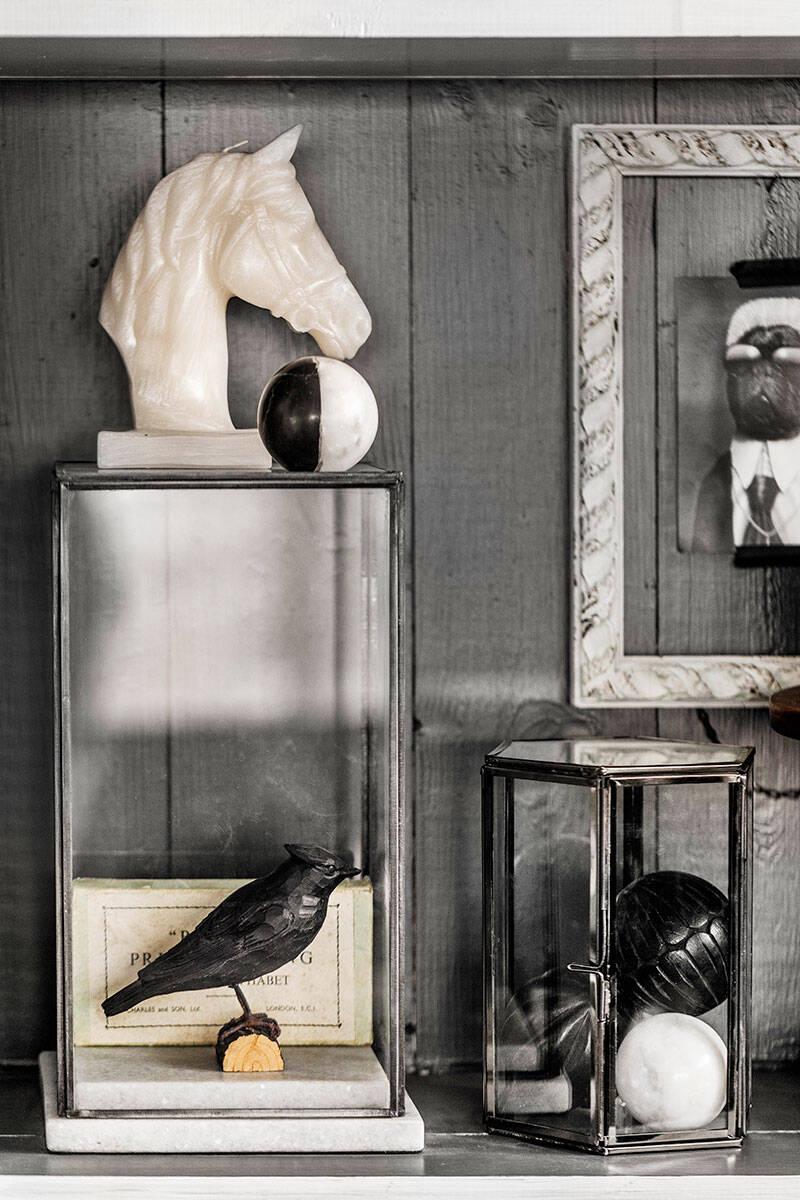 Grå glamour och vackra antikfynd – kika in