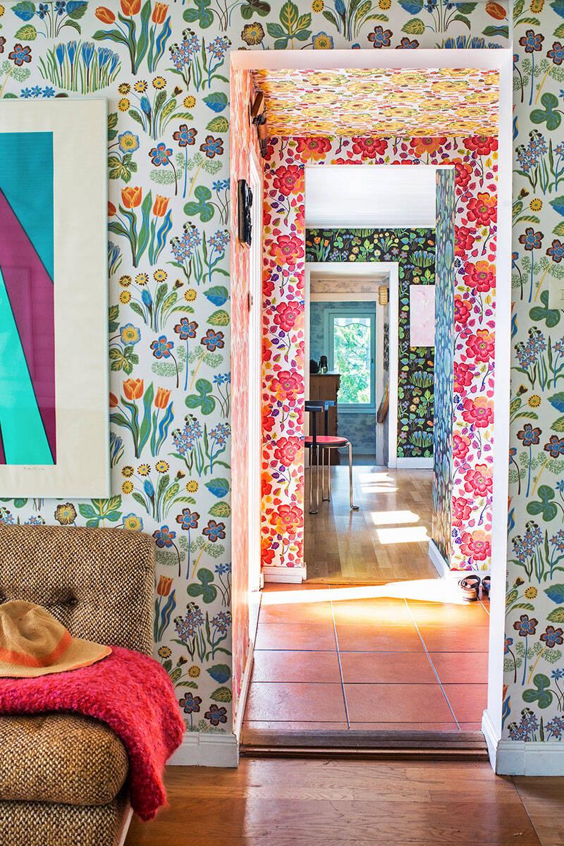 Lekfull mönstermix i sommarhuset på Ingarö