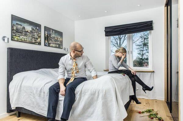 Mäklarbilder gone bananas – skulle du köpa den här lägenheten?
