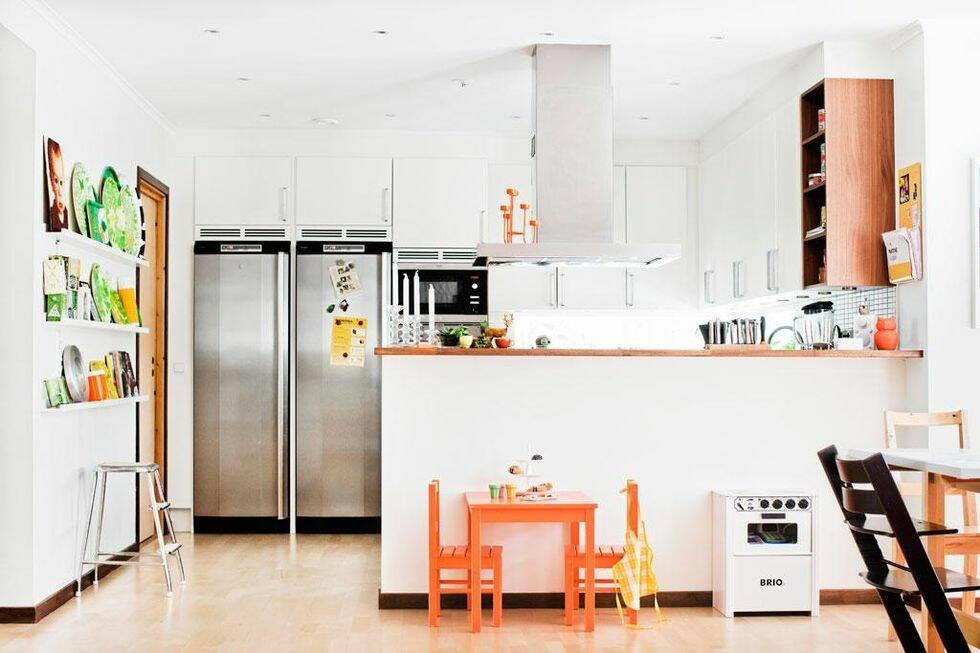 Anna och Johan har inrett sitt nybyggda hus med 70-talsvibbar