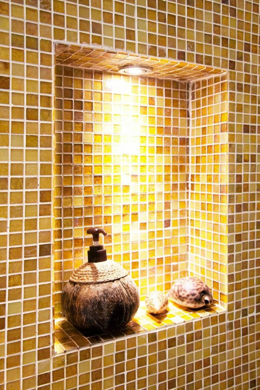 Coolt med kopparkar i badrummet