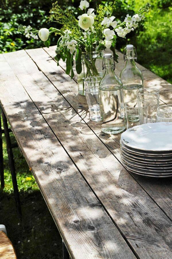 Bygg ett trädgårdsbord av gamla golvbrädor