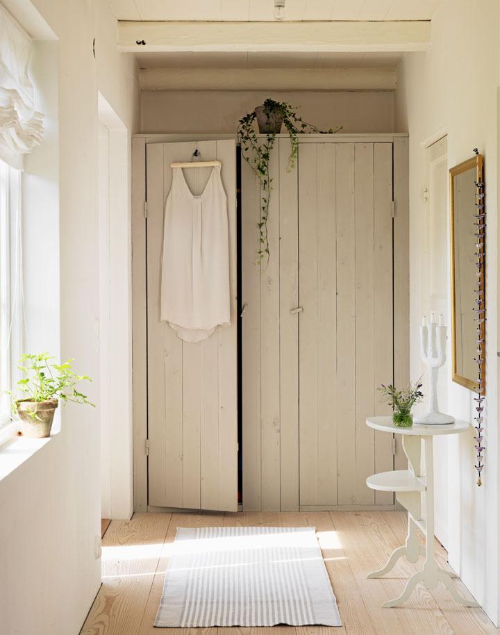 Platsbygg garderob i nisch