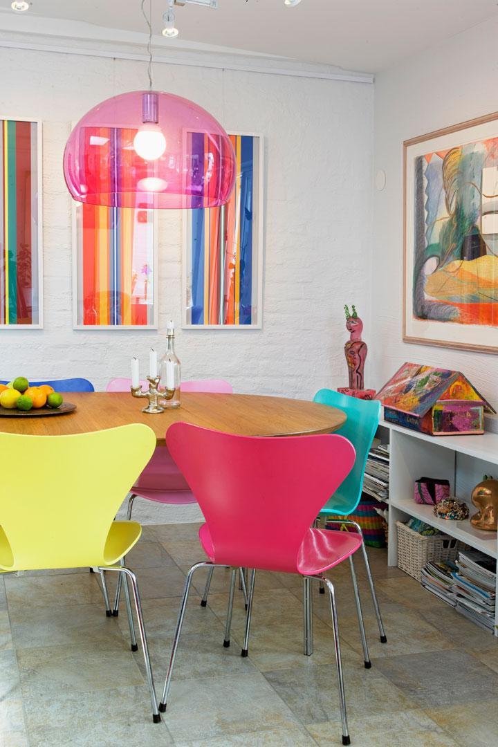 Färgstarkt hus med vy över Ven