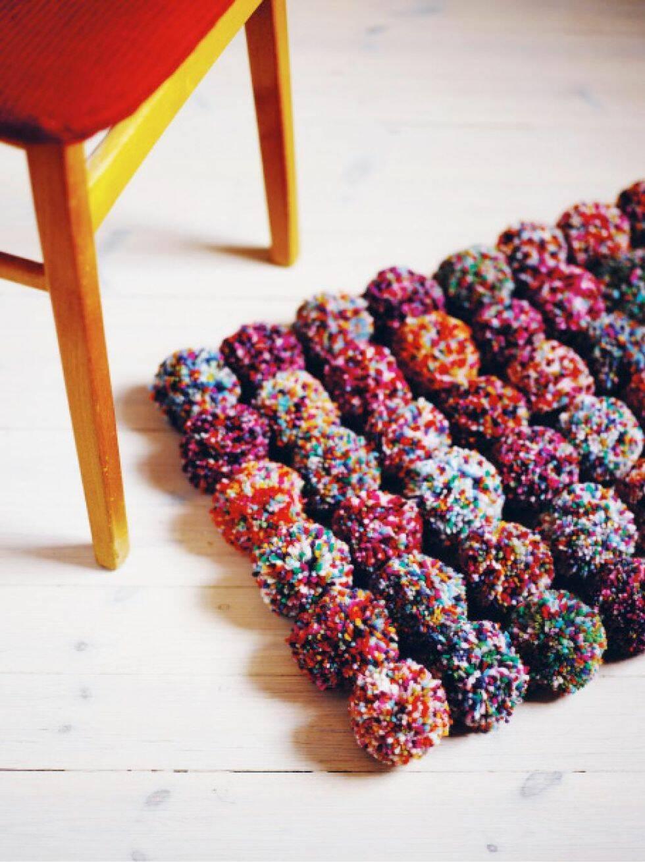 Gör en matta av garnbollar