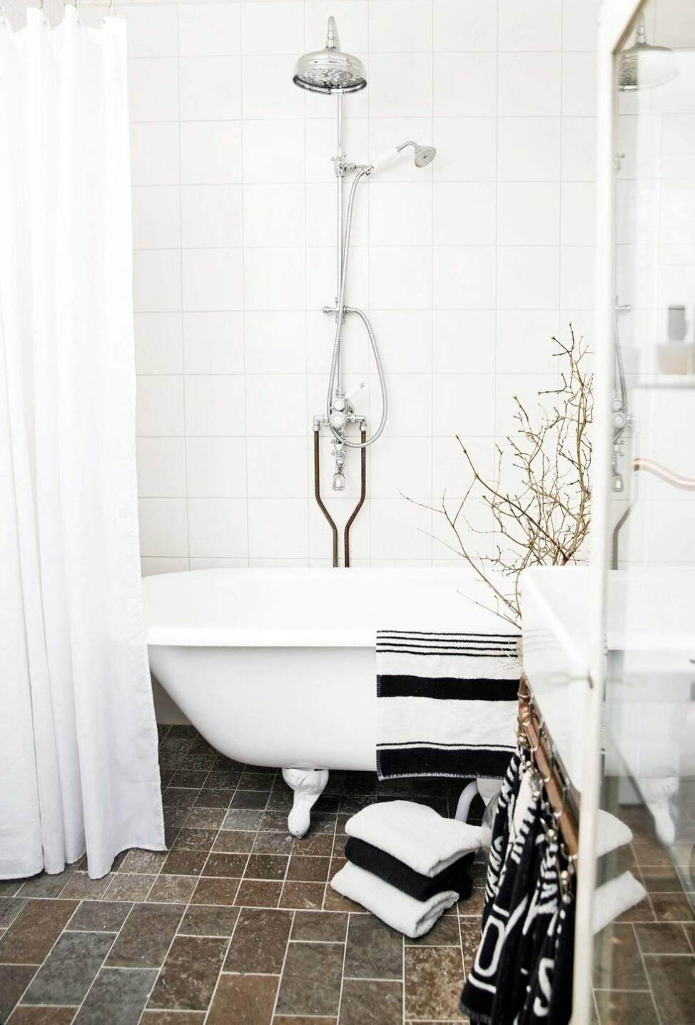 Så här skapar du ett lyxigt badrum med koppardetaljer