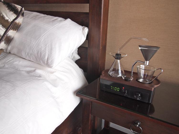 Den här smarta väckarklockan brygger ditt morgonkaffe åt dig