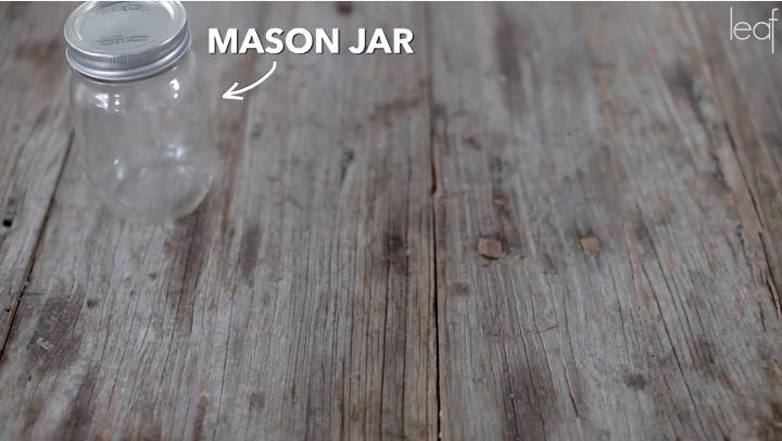 Så här enkelt skapar du en snygg lampa av en glasburk