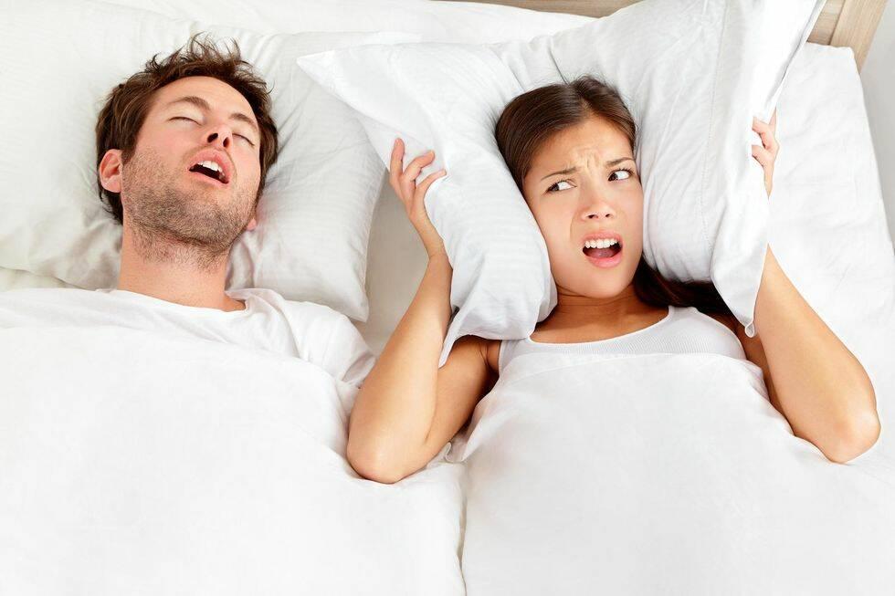 Väcks du av en snarkande sambo varje natt? Här är lösningen
