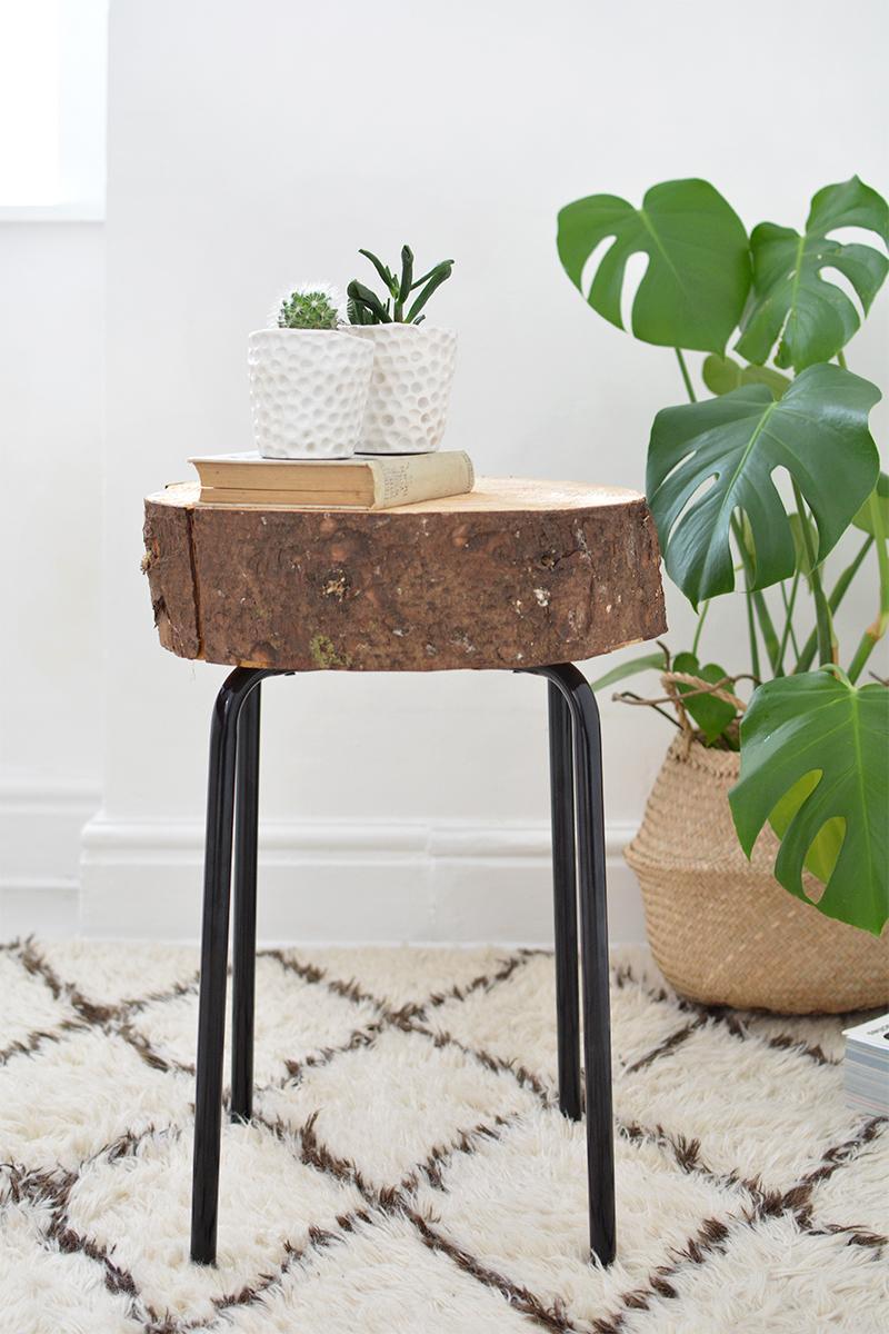 Ikea-hack: Så här lätt fixar du ett sidobord i rustikt trä