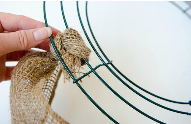 Gör det själv: Rustik krans att hänga på dörren i höst