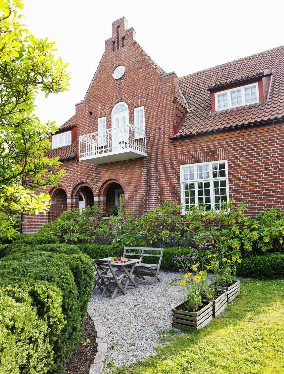 Veckans hem: Personligt och färgstarkt i den gamla läkarvillan
