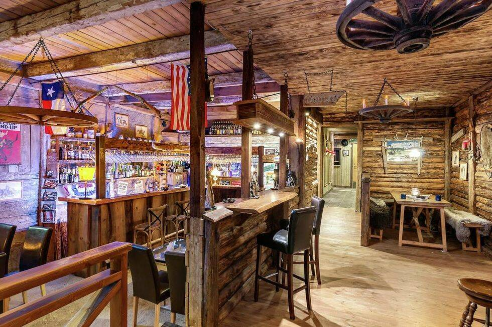 Nu kan du förverkliga din dröm om att äga en ranch – i Småland