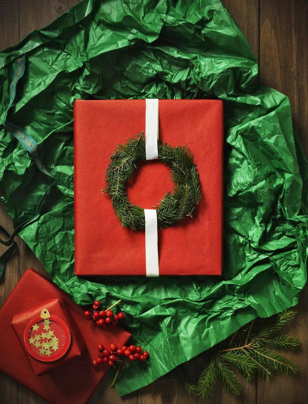 Så här slår du in julens personligaste julklappar – stylisten tipsar