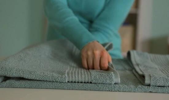 Video: Så här viker du dina handdukar så de blir extra fluffiga