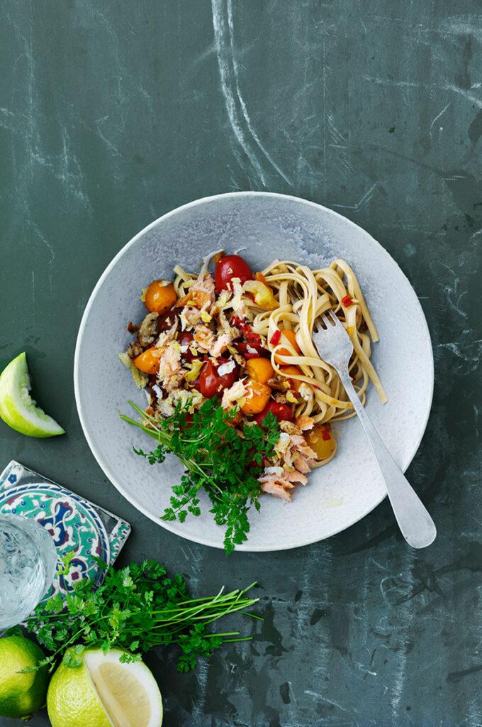 bild till recept: linguini med chili tomat och lax