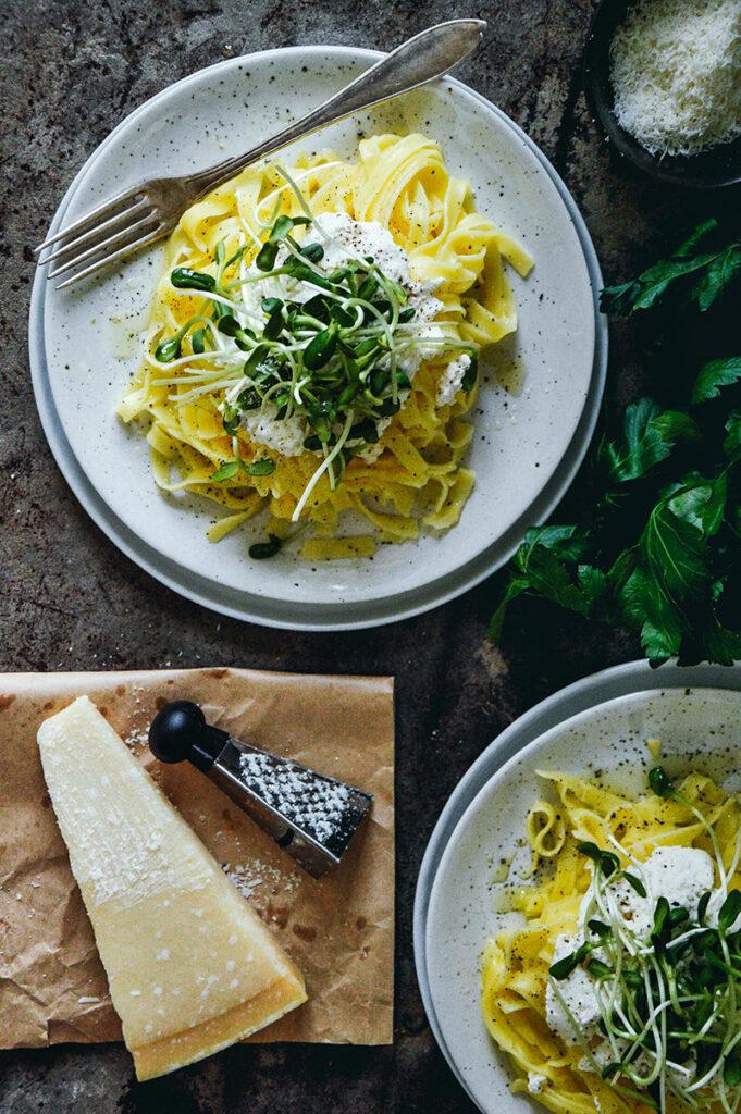 bilden visar pasta med citruskräm